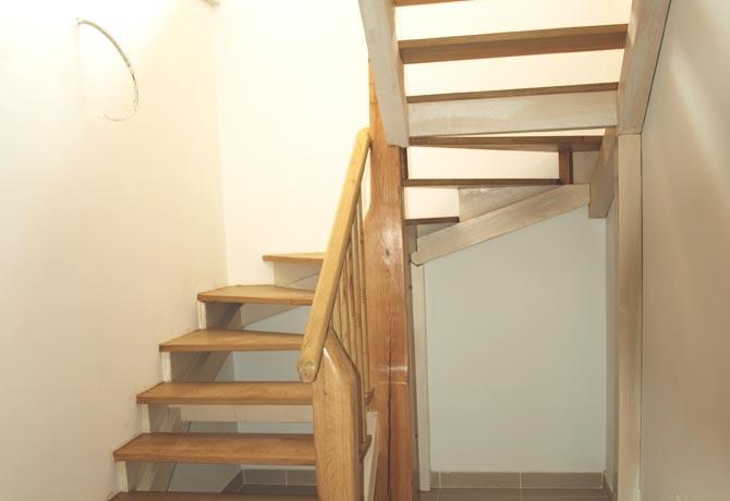 M.- Escalera interior